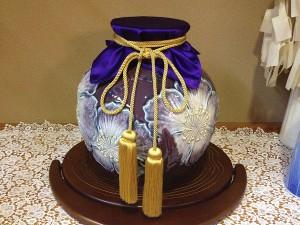 壺の飾り布紫色